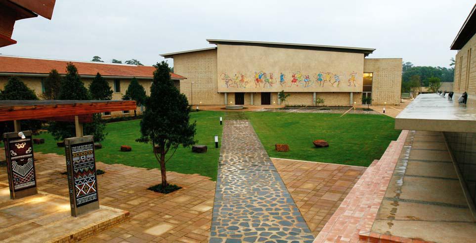 http://adopomoga.com/novina/img/Opra-Uinfri-academy.jpg